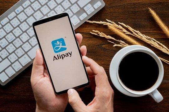 Трамп запретил транзакции с собственниками WeChat Pay и Alipay