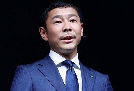 Миллиардер из Японии возьмет с собой в космическое путешествие к Луне восемь человек