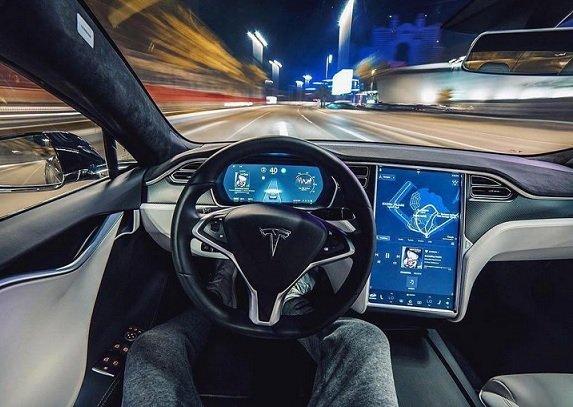 Tesla не успеет разработать полноценный автопилот до конца года