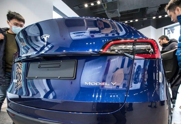 Продажи электромобилей Tesla в КНР увеличились на 1/3