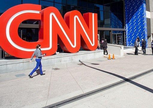 Руководство CNN уволило явившихся в офис непривитых сотрудников