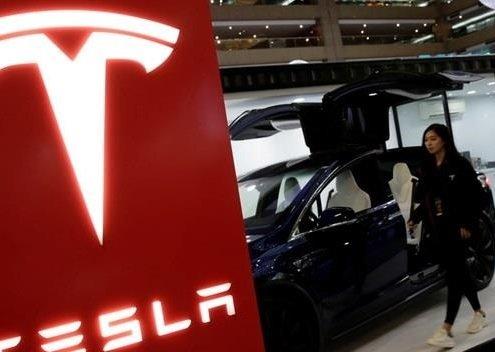 Продажи электрокаров Tesla в КНР обвалились на 69%