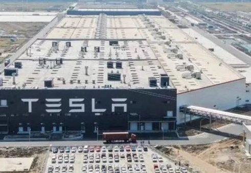 Tesla пришлось приостановить сборку электрокаров в Шанхае из-за дефицита компонентов
