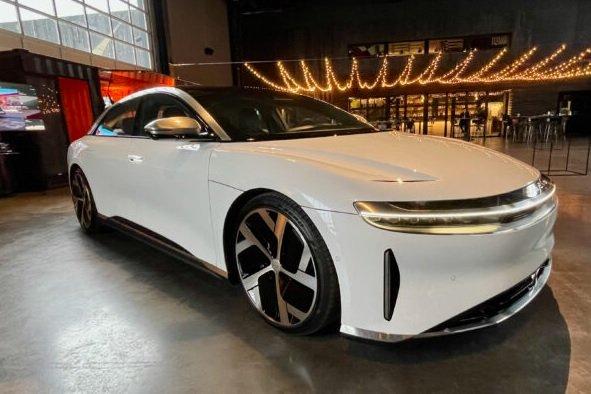 Tesla Model S уступила электромобилю Lucid по автономности хода