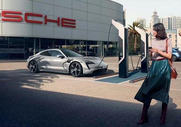 Porsche анонсировала развертывание в России сети экспресс-зарядок