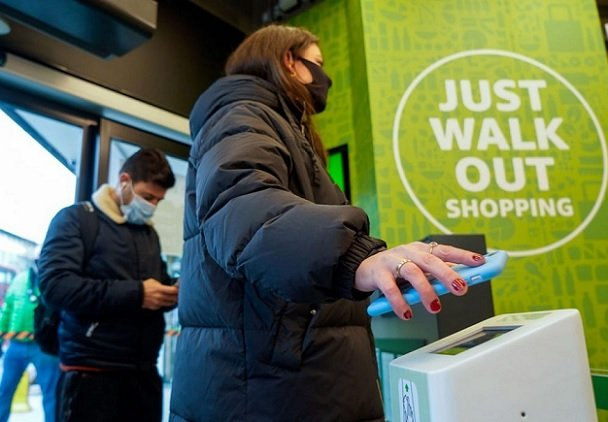 Amazon договорился со Starbucks об открытии магазинов без касс с кофейнями